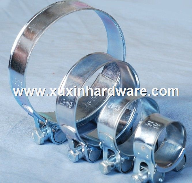 Robust hose clamp with single solid bolt