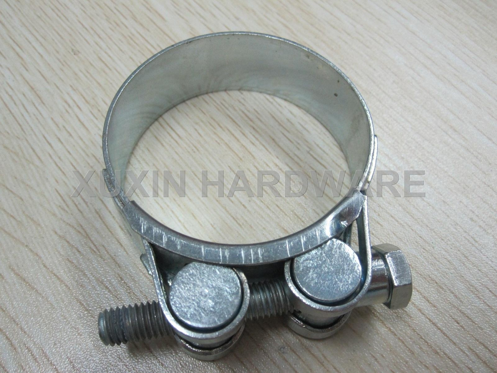 Unitary solid nut heavy duty hose clamp